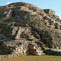 Post Thumbnail of Descubren cámara subterránea en centro ceremonial maya