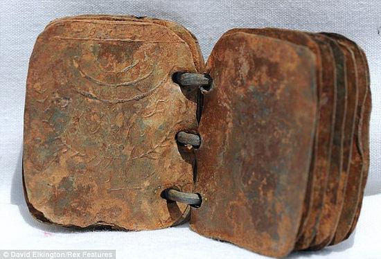 Resultado de imagen de libros con páginas metálicas jesus