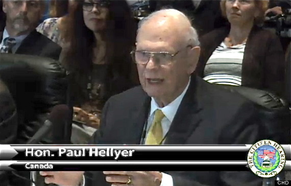Paul Hellyer, ex Ministro de Defensa de Canadá.