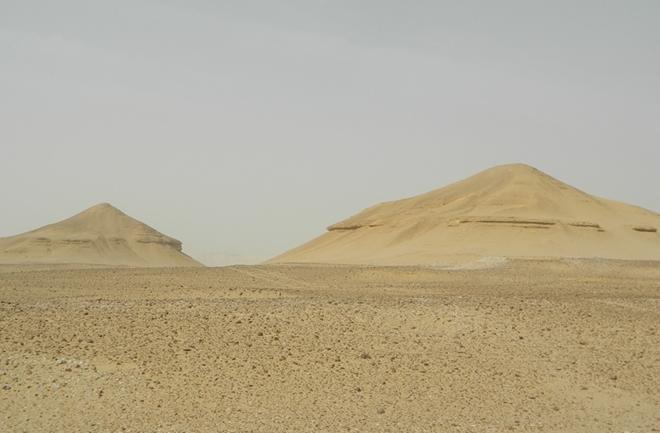 """Las """"pirámides"""" en cuestión, in situ."""