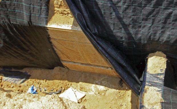 En la imagen se puede ver la estructura de mármol encontrada.