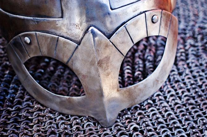 Casco y armadura vikinga.
