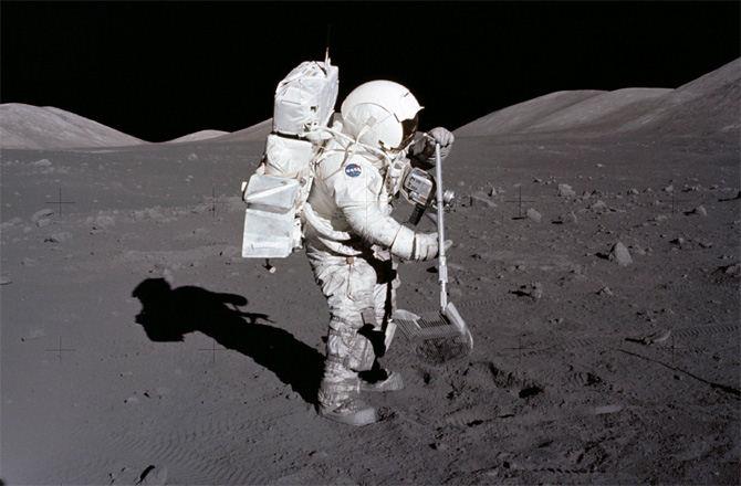 astronaut-dig