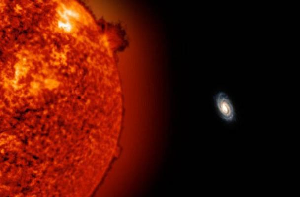 Esta simulación muestra que tan pequeña se vería la Vía Láctea desde la posición de ULAS J0744+25, a 775,000 años luz.