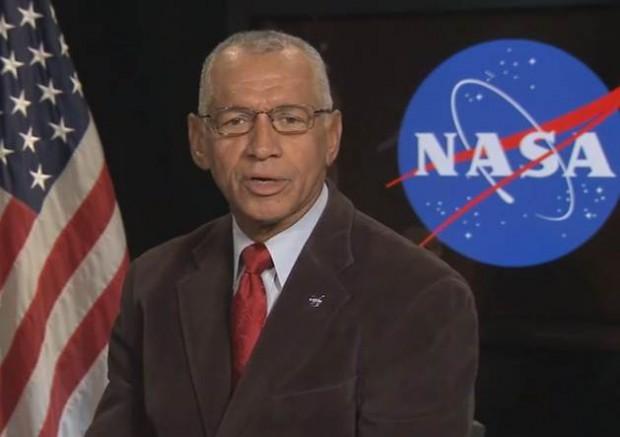 Charles F. Bolden, Jr. es un ex Marine de los Estados Unidos y el actual administrador de la NASA, siendo el primer afroamericano en ocupar el cargo.