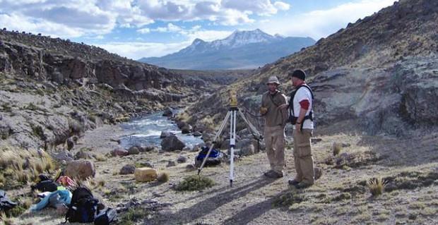 El equipo de investigadores en la zona de la excavación.