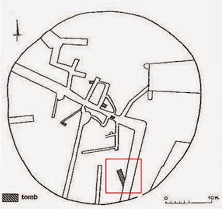 El área en rojo representa la tumba que se está excavando actualmente, mientras que el resto de la imagen refleja lo que parecerían ser corredores y habitaciones detectadas a través de un escaneo geofísico.