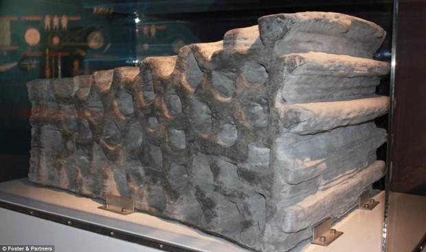 LADRILLO LUNAR -- Una simulación de suelo lunar ha sido utilizada para crear un bloque de 1.5 toneladas. Pruebas de impresiones 3D a pequeña escala fueron llevadas a cabo en una cámara de vacío para imitar las condiciones lunares.