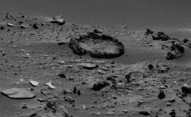 Detalle de formación circular de rocas.