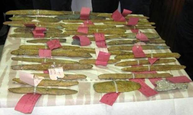 Foto de los lingotes de oricalco recuperados por los buzos.
