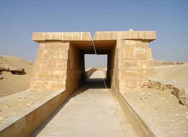 Calzada de la Pirámide de Unas.