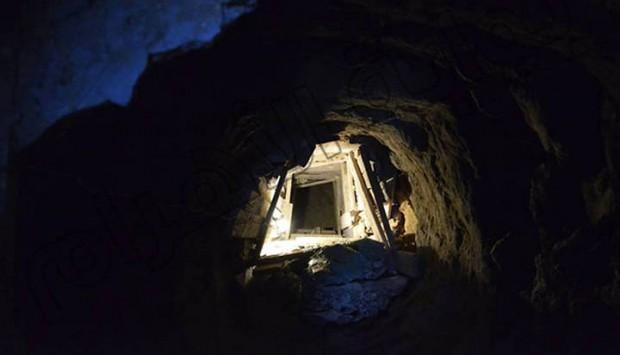 Foto del camino subterráneo hallado que lleva a la Gran Pirámide.