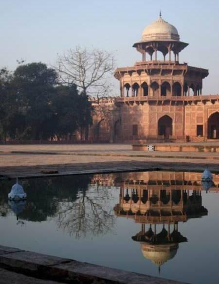 Uno de los cuatro pabellones del Taj Mahal.