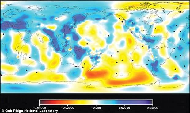 Este mapa muestra las variaciones relativas en la velocidad de las ondas sísmicas a una profundidad de 389 km. Azul denota más rápido que la velocidad promedio y rojo más lento.