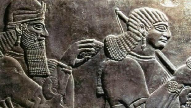 En Nimrud fueron descubiertos bajo relieves, marfiles y esculturas extraordinarias cuando fue excavada en los 1840.