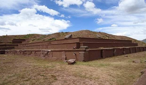 Vista parcial de las ruinas de la Pirámide de Akapana.