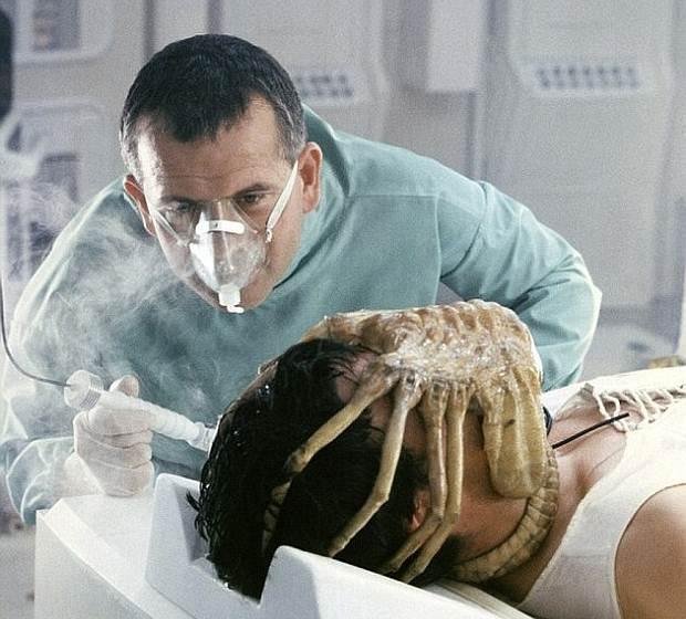 HECHO: El inventor de la criatura que aterrorizó a la gente en la película Alien (1979), se inspiró en una crinoidea.