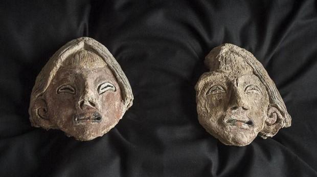 Si las cabezas hubieran formado parte de las estatuas, estas deberían haber tenido una altura de medio metro.