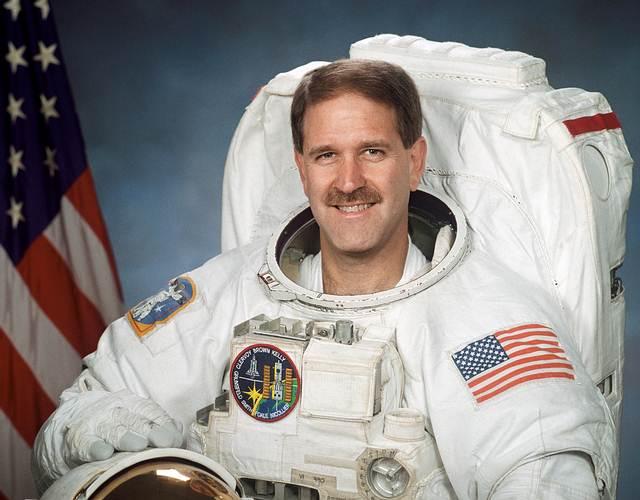 John Mace Grunsfeld actualmente es administrador asociado del Directorio de Misiones Cientificas de la NASA.
