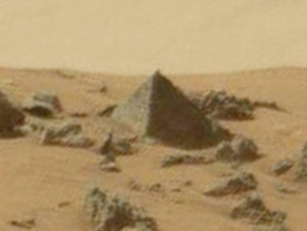 pyramid-rock-mars