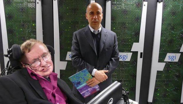 Stephen Hawking junto a Yuri Milner.