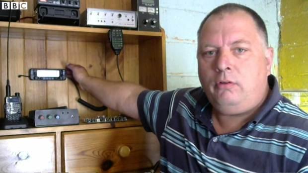 Adrian Lane siendo entrevistado por la BBC.