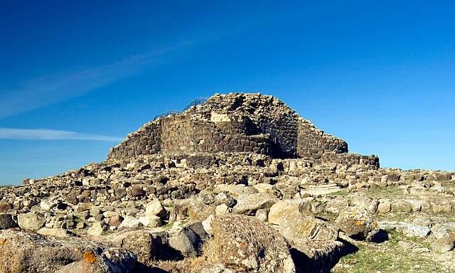 Sitio arqueológico de Su Nuraxi, Cerdeña, excavado en 1950 y cuya datación lo ubica en la Edad de Bronce.