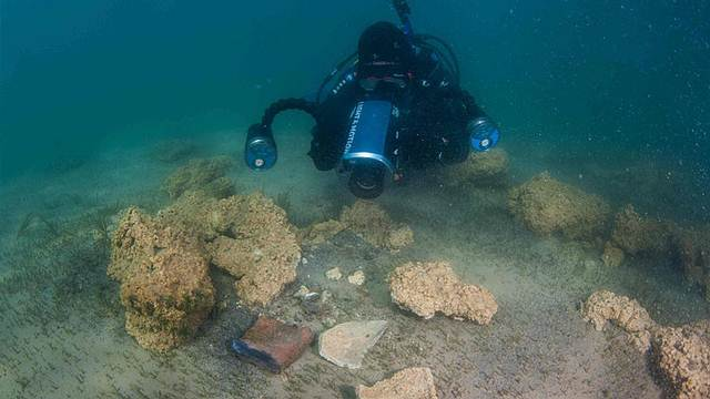 La expedición llevó a cabo las excavaciones utilizando una bomba hidraúlica, detectores de metales y otros dispositivos. Foto: Dmitry Gorn.