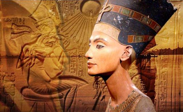 Busto de Nefertiti, reina (Consorte Real) de la dinastía XVIII de Egipto, Gran Esposa Real de Ajenatón (Akenatón).