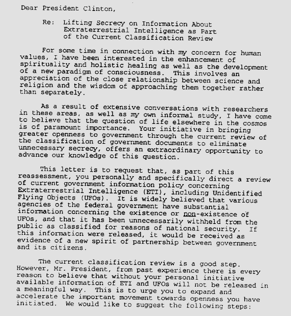 Parte de la carta que Laurance Rockefeller escribió al presidente Bill Clinton para instarlo a liberar todo lo que el gobierno sabía sobre los ovnis y las visitas extraterrestres.