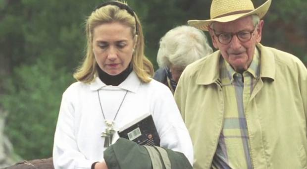 Hillary Clinton junto a Laurance Rockefeller, Rancho JY, Wyoming, agosto de 1995.