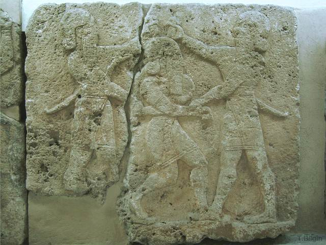 Relieve. Gilgamesh y Enkidu asesinan a Humbaba.
