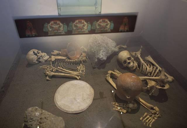 Esqueletos de españoles sacrificados por los aliados a los aztecas.