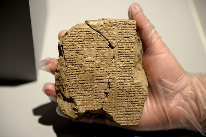 Tablilla (V) que contiene el texto que era desconocido hasta la actualidad.