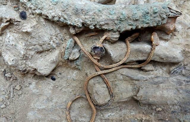 tumba-soldado-griego