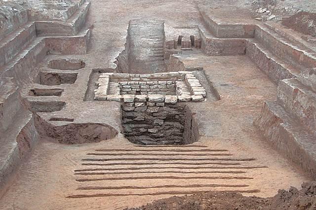 Vista panorámica de la tumba de 2.300 años de antigüedad.