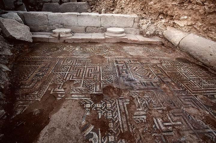 Mosaico descubierto.