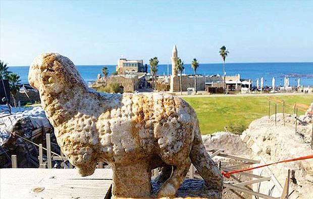 La escultura descubierta cerca de una iglesia en la localidad de Cesarea.