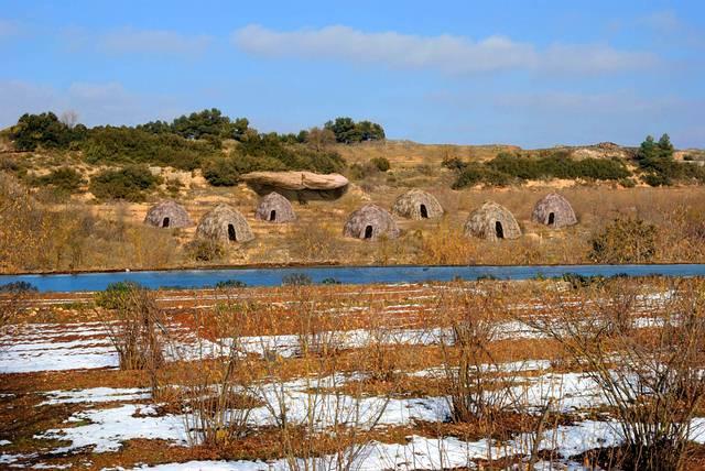 Reconstrucción digital del campamento prehistórico de Molí del Salt. Crédito: Luis Alberto Marcos.