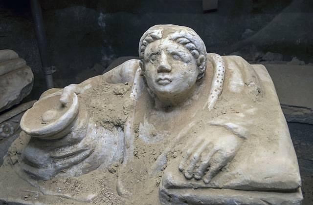 Un campamento de cazadores grabado en piedra hace más de 13.000 años  Artículo publicado en MysteryPlanet.com.ar: Un campamento de cazadores grabado en piedra hace más de 13.000 años http://mysteryplanet.com.ar/site/un-campamento-de-cazadores-grabado-en-p Tumba-etrusca2