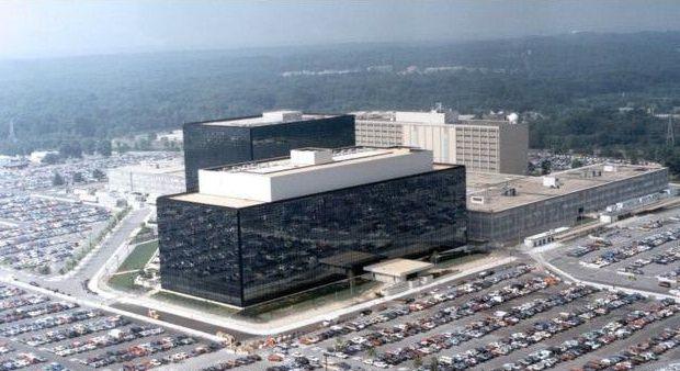 Grim estudio casos reales de conspiración, como el programa PRISM, para dar con su fórmula.