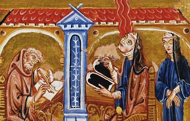 «Enardecida por una luz llameante», Hildegarda registra una visión en una tablilla de cera con un estilete. Le ayudan una monja y un monje preparado para copiar las anotaciones en pergamino.
