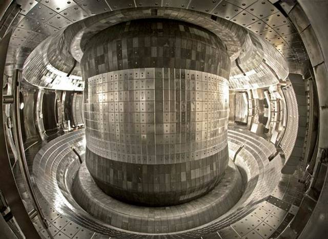 Interior del reactor EAST.