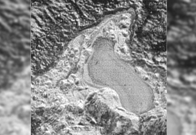 Detalle del lago helado de nitrógeno líquido de 30 kilómetros de Plutón.