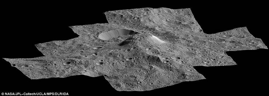Vista lateral de Ahuna Mons.