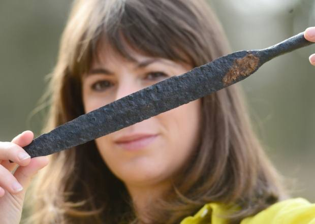 Una de las puntas de lanza que formaban parte del ritual funerario.