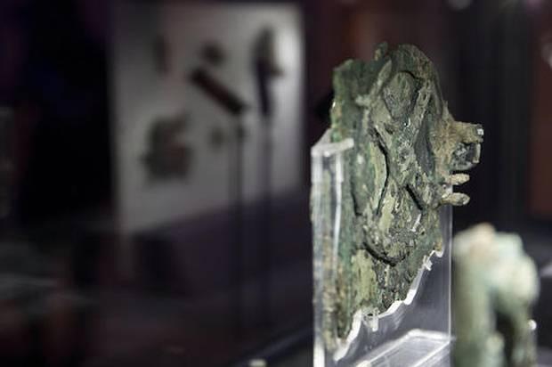 Fragmento del Mecanismo de Anticitera, Museo Arqueológico Nacional en Atenas, 9 de junio de 2016.
