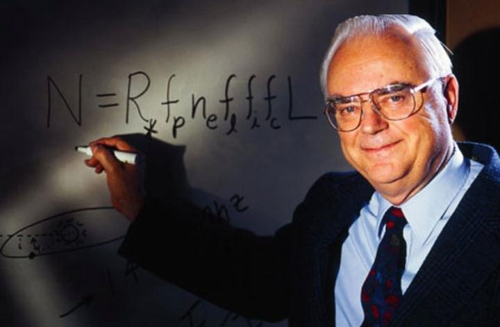 Frank Drake ha participado y dirigido numerosos proyectos desde que él mismo llevara a cabo el primero de todos, el proyecto Ozma en el año 1960. Actualmente es presidente emérito del instituto SETI.