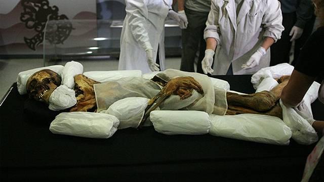 Entre los objetos del ajuar funerario de la «princesa Ukok», fue hallado un recipiente con cannabis. El uso de estos «medicamentos» para hacer frente a los síntomas de sus enfermedades, evidentemente le permitía alcanzar un estado alterado de la mente.