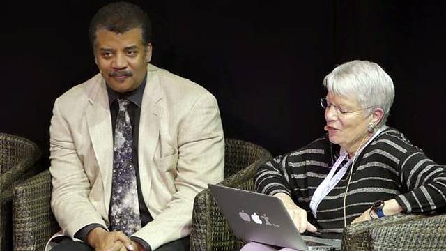 Neil deGrasse Tyson y Jill Tarter debaten sobre la vida fuera de la Tierra.
